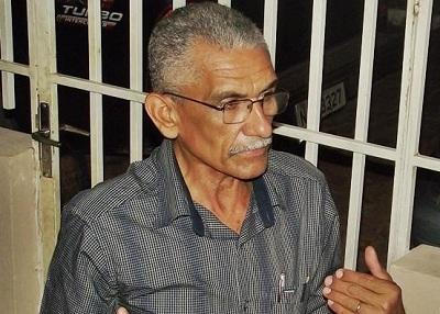 Vereador denuncia prefeito por empresa estar utilizando máquinas do município