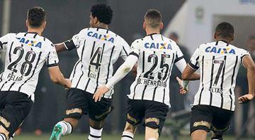 Corinthians marca depois do intervalo e goleia o Vasco