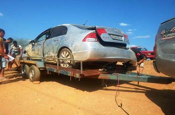 Motorista perde controle e carro acaba caindo em ribanceira na BR-020