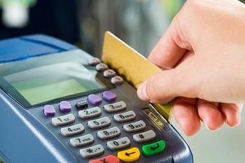 Anuidade de cartões sobe até 188% em um ano e Procon recomenda negociação