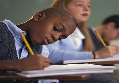 25 famílias tiveram o Bolsa Família suspenso  por falta de frequência escolar