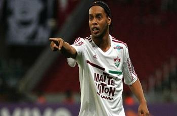 Ronaldinho rompe contrato com o Fluminense