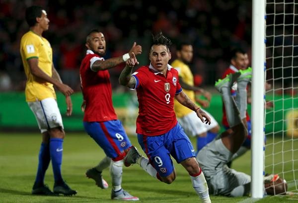 Brasil estreia nas Eliminatórias com derrota para o Chile