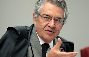 Ministro do STF defende afastamento de Cunha da presidência da Câmara