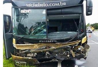 Acidente com ônibus do cantor Michel Teló mata três pessoas