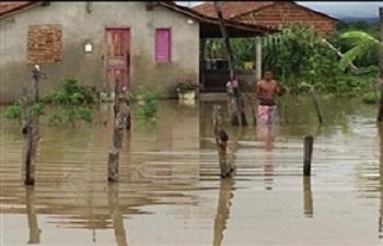 Chuvas alagam cidades e  deixam moradores desabrigados, no Piauí