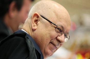 Teori manda Moro enviar investigação sobre Lula para o STF e determina sigilo de grampos