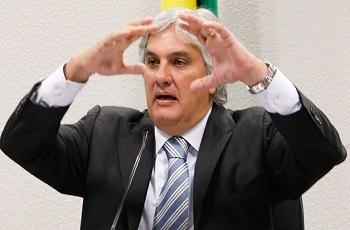 'PT tornou a corrupção sistêmica na Petrobras', diz Delcídio em entrevista