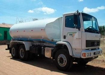 Povoados estão sendo abastecidos com água de carro-pipa em Piripiri