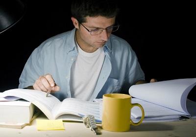 Aprenda a criar um plano de estudos eficiente; veja dicas importantes