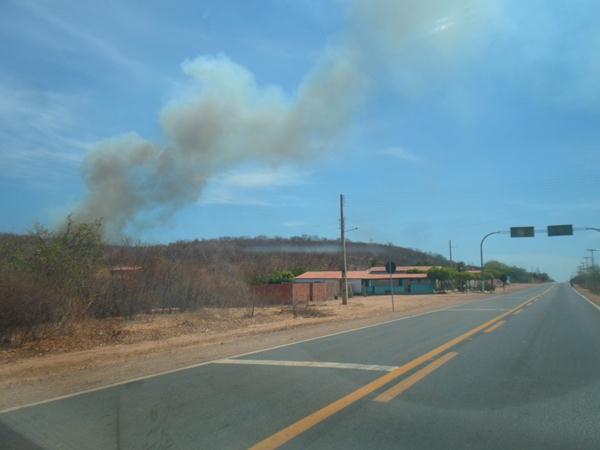 Incêndio de grandes proporções mobiliza Corpo de Bombeiros em São João do Piauí