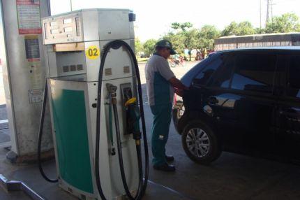 Preço da gasolina pode cair R$ 0,05 nos postos com nova redução