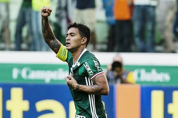 Com gol de Dudu, Palmeiras vence e fica a uma vitória do título