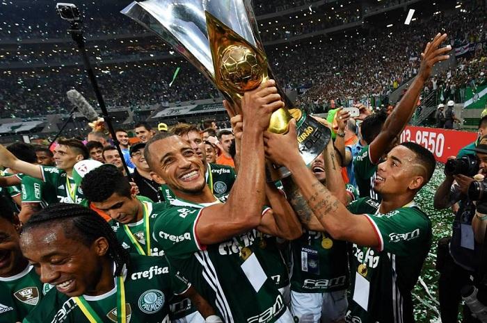 Palmeiras bate a Chape e é campeão brasileiro após 22 anos sem título