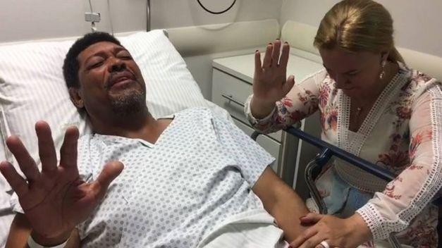 Líder da Igreja Mundial é esfaqueado em culto em São Paulo