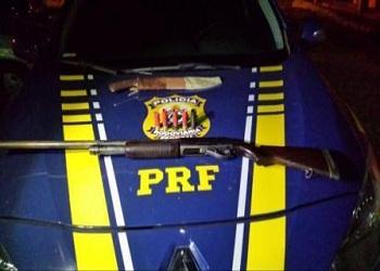 Pai de prefeito é preso com escopeta e santinhos no Sul do Piauí