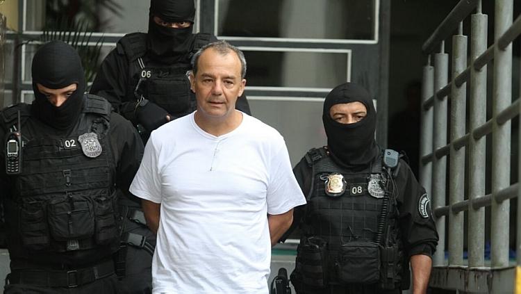 Acuado e com medo de Bangu 8, Sérgio Cabral quer delação