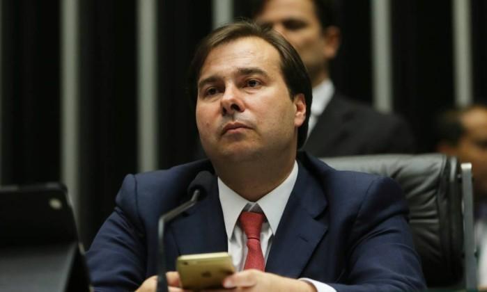 Deputados recorrem ao STF para barrar candidatura de Maia à reeleição na Câmara