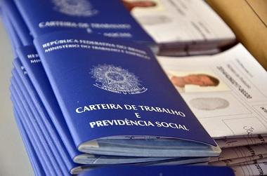 Reforma trabalhista não terá aumento de jornada nem ameaça a 13º, diz ministro