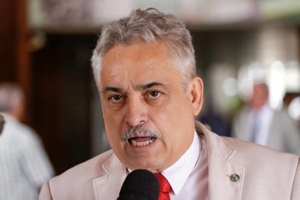 'Governador está sitiado pela militância do PT' , afirma Robert Rios
