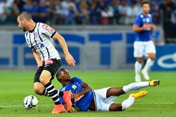 Cruzeiro não supera marcação e perde para o Corinthians no Mineirão