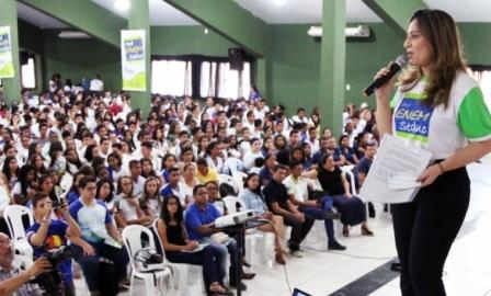 Rejane lança Pré-Enem Seduc 2017 e premia escolas e alunos destaques