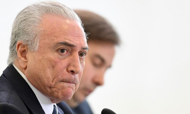 Dono da JBS grava Temer dando aval para compra de silêncio de Cunha, diz jornal