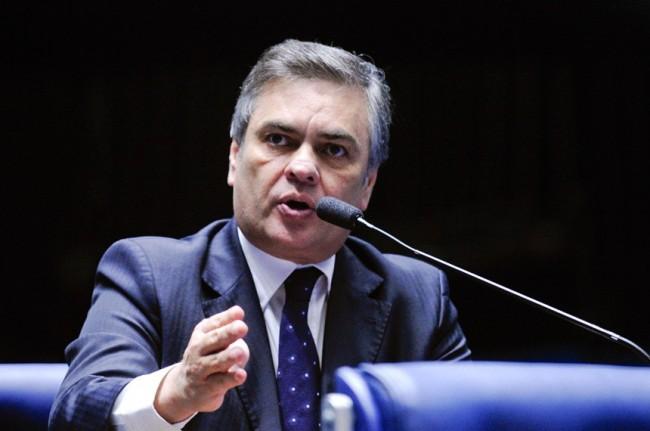 Cássio Cunha Lima diz que dentro de 15 dias o país terá novo presidente