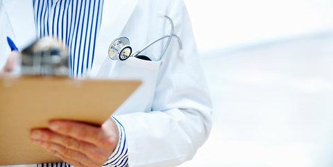 MP entra com ação contra médico que acumulava três cargos em diversos municípios