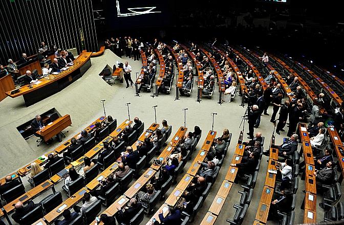 Comissão conclui votação de PEC sobre fundo eleitoral e distritão e Câmara pode votar proposta na 4ª