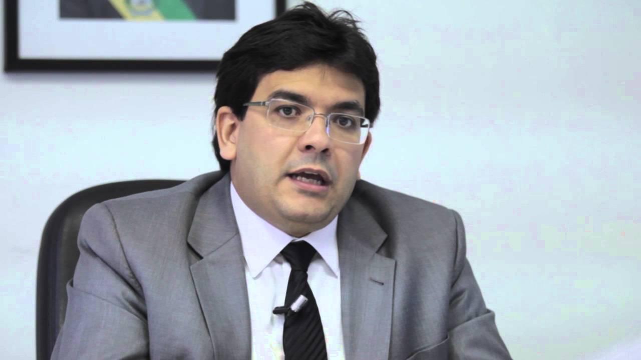 Governo admite que será difícil manter folha de pagamento  de servidores do Piauí