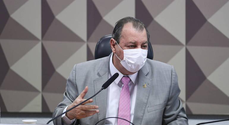 Presidente da CPI diz que Braga Netto era o 'coordenador de tudo'