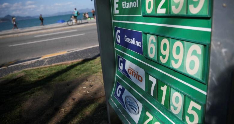 Preço da gasolina sobe pela 8ª semana nos postos, diz ANP e segue acima de R$ 6/litro