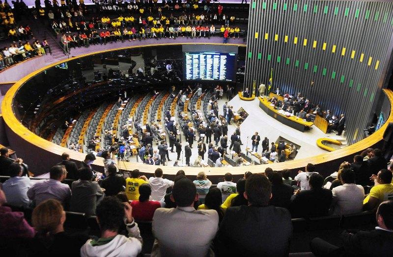 Câmara conclui aprovação de fundo eleitoral para 2018; texto vai à sanção
