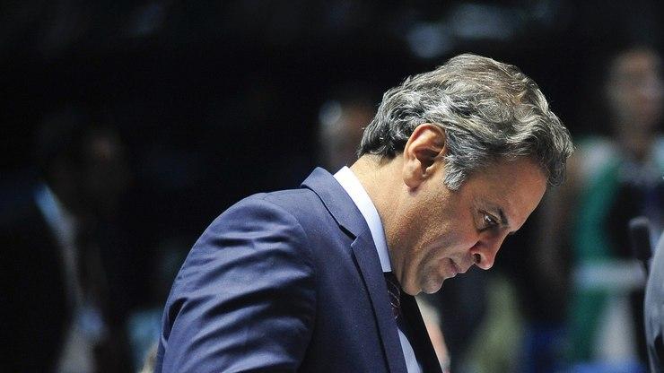 Aécio Neves defendeu voto aberto no julgamento do caso Delcídio do Amaral