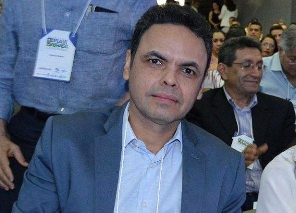 Gil Carlos vai à Câmara e tenta estabelecer diálogo com oposição