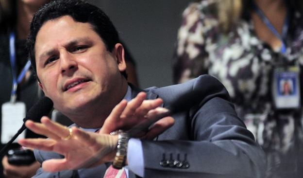Ministro Bruno Araújo encaminha carta de demissão a Temer em meio a crise no PSD