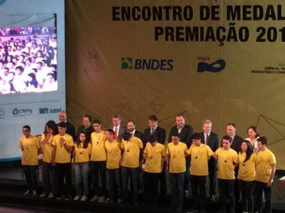 Estudantes de escola pública do Piauí recebem prêmios da Olimpíada de Matemática 2016