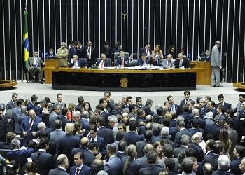 Dois dias após reeleição, Câmara impõe primeira derrota a Dilma
