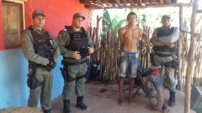 Dois são presos em São João do Piauí por furto de gasolina em motos