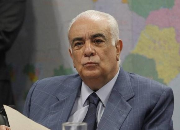 Presidente do PR, foragido há uma semana, se entrega à Policia Federal