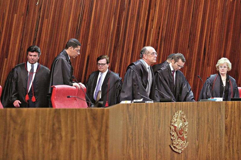 Ministros do TSE são unânimes: Lula fica inelegível se sentença de Moro for confirmada