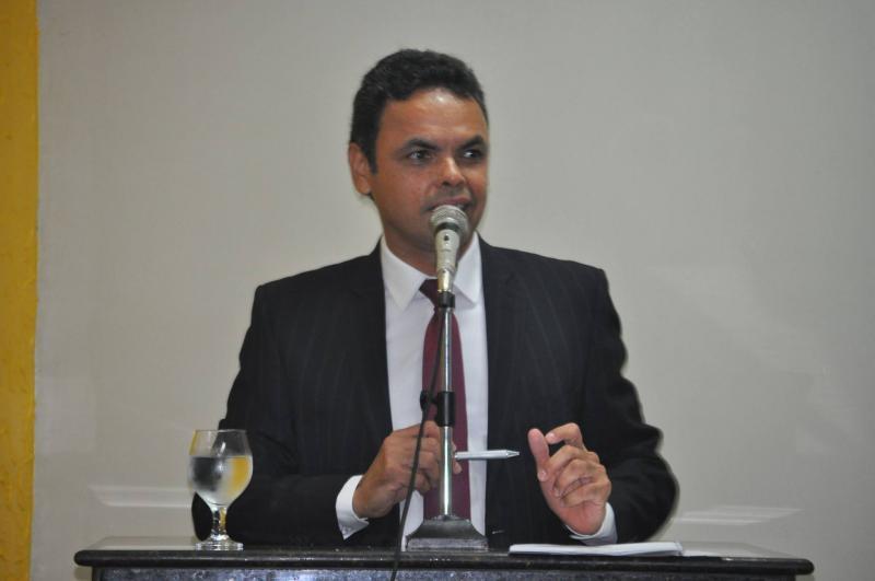 Gil Carlos deve acreditar em Papai Noel, que vai ser senador e que o TRE vai revogar cassação