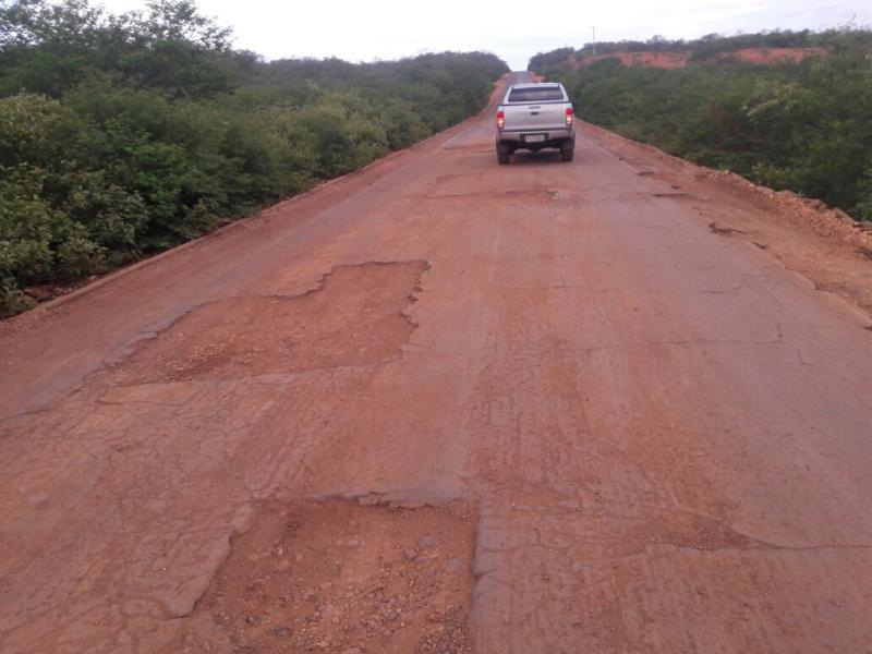 Trecho da PI-141, que liga São do Piauí a Canto do Buriti, está intrafegável