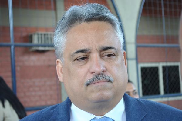 """""""Governo paga fantasma e atrasa os terceirizados"""", diz Robert Rios"""