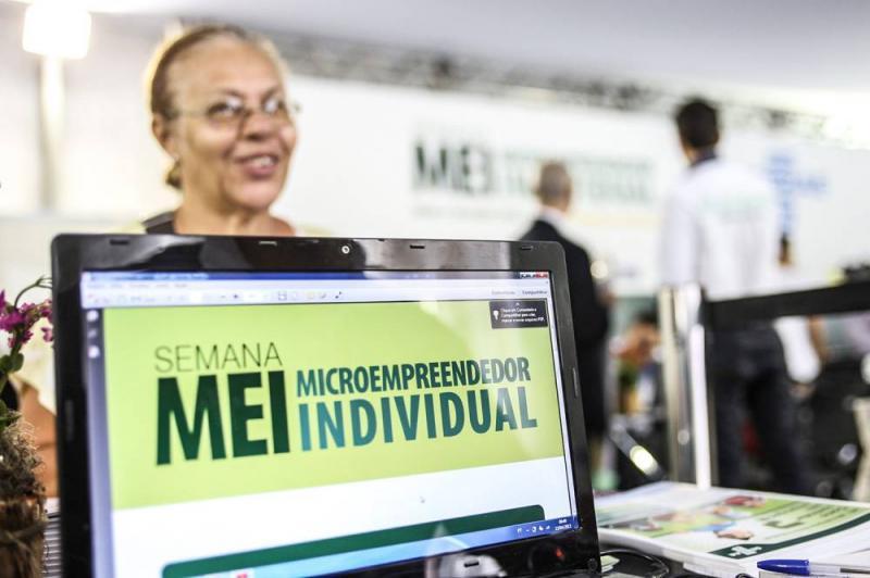 Mais de 1,4 milhão de microempreendedores individuais têm CNPJ suspenso