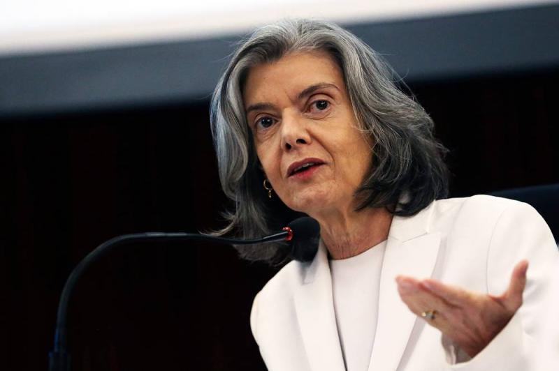 """""""Brasileiros estão cansados e querem poder voltar a confiar em instituições"""", diz Cármen Lúcia"""