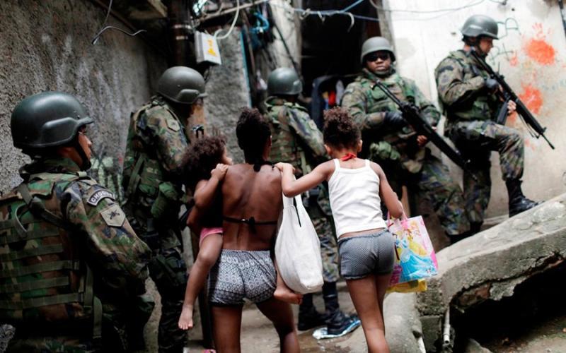 Governo federal decreta intervenção na segurança pública do Rio de Janeiro
