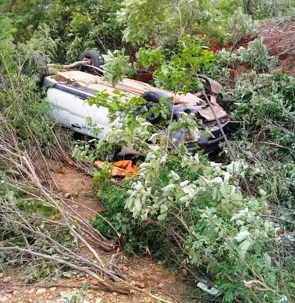 Carro cai em ribanceira na PI-141; trecho oferece perigo constante