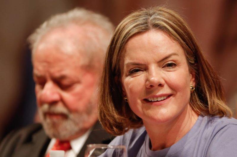 """""""Nós não vamos aceitar mansamente a prisão do Lula"""", diz Gleisi Hoffmann"""